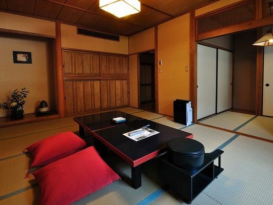 和室のお部屋です。畳の上でゆっくりおくつろぎください。