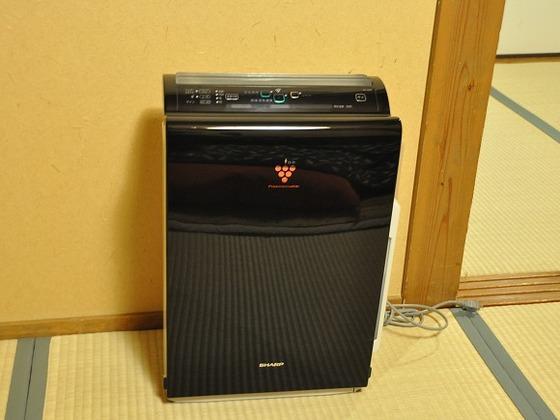 お部屋には加湿・空気清浄機を設置