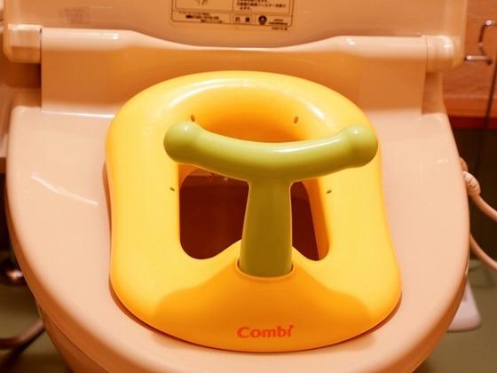 各部屋のトイレには子ども用便座をご用意しています。