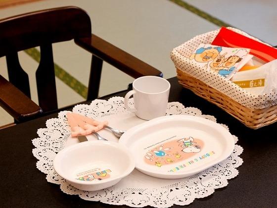 食事会場にはお子さま用の備品を各種取りそろえています。