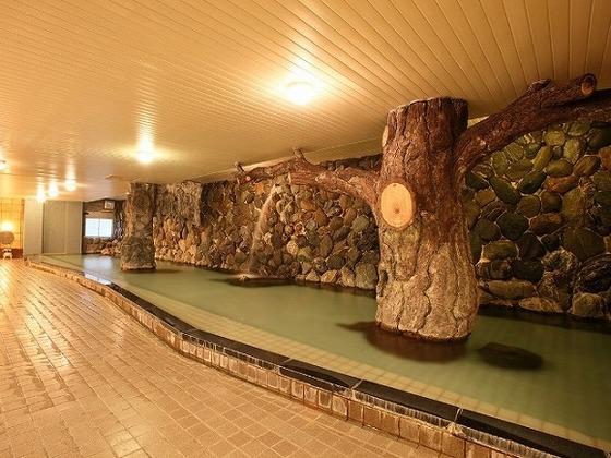 真庭市の名瀑、神庭(かんば)の滝をモチーフにした「神庭の湯」。