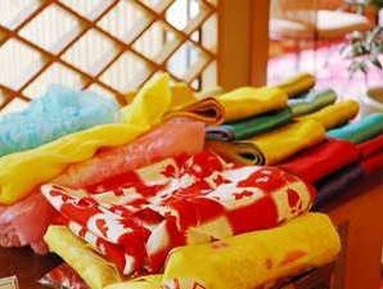 通常の浴衣以外にもきれいでかわいい色浴衣もございます。