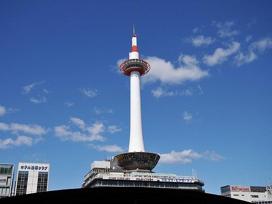 当館から徒歩一分で京都タワーがございます。