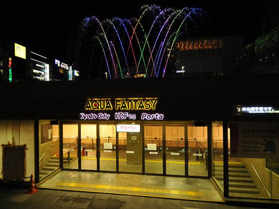 徒歩二分のバスターミナル付近で毎晩噴水ショーがございます。