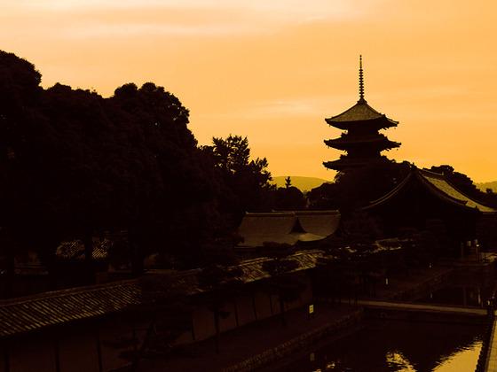 京都駅からわずか一駅二分で五重塔で有名な東寺へアクセス。