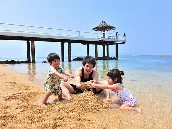 お部屋からすぐのフサキビーチ。お砂遊びも思いっきり楽しめます