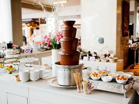 チョコレートファウンテンをはじめ、充実のデザートコーナー