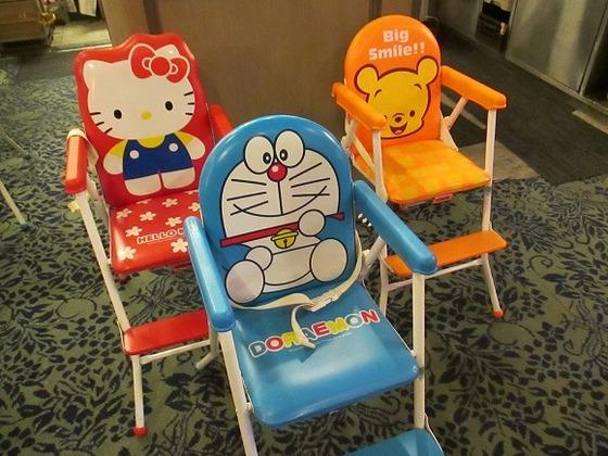 レストランの子供椅子はかわいいデザインでご用意