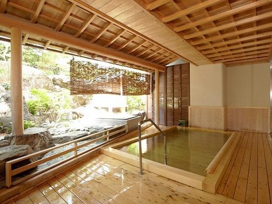 館内併設のたまの温泉 露天「檜風呂」(女性)