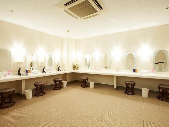 女性浴場には専用のパウダールームを設置