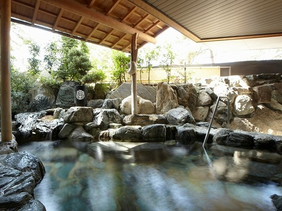 館内併設のたまの温泉 露天「岩風呂」(男性)