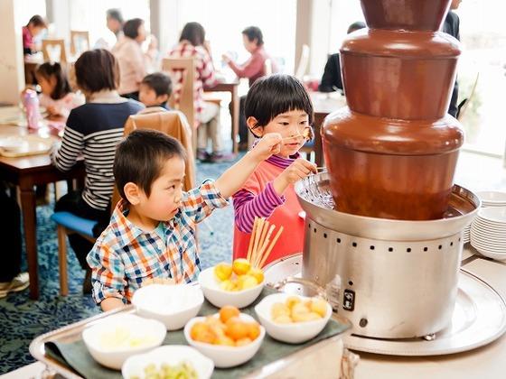 美味しそうなチョコレートが流れるチョコレートファウンテン。