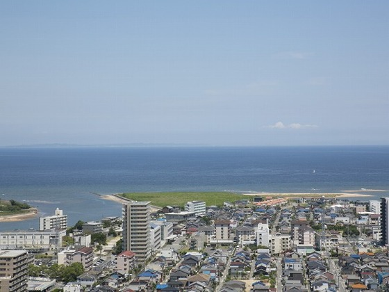 お部屋から見える伊勢湾は、特に朝の景色がおススメです!