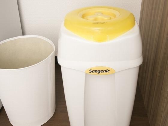 お部屋にはおむつ用ゴミ箱を常設。