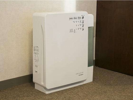 お部屋には加湿機能付きの空気清浄器がございます。
