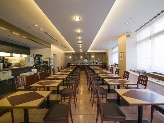 1Fバイキングレストランにてご朝食を提供。