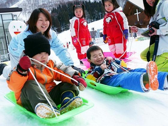 雪遊びをしてお留守番。スキーシーズンには「雪の幼稚園」が開校