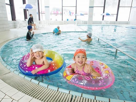 「室内プール」もあるので悪天候時なども十分に楽しめる。