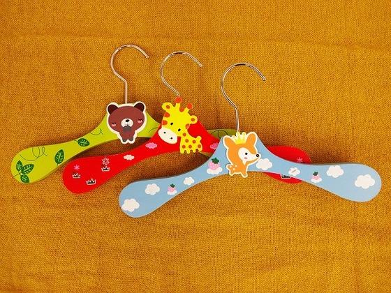 可愛い動物がついた子供用ハンガーをお部屋に完備