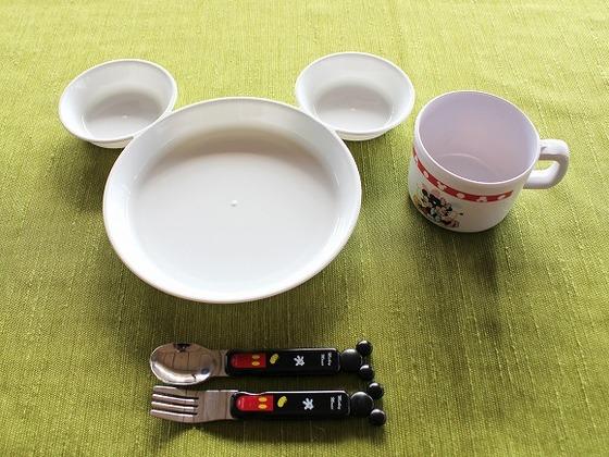 レストランでは、お子様専用食器をご用意