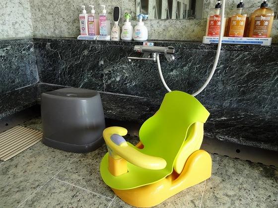 赤ちゃんと一緒の入浴に便利なバスチェアーをご用意