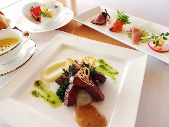 コース料理から家族で楽しめる期間限定バーベキュー等をご用意