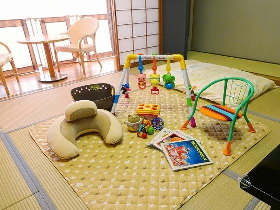 お部屋には、お子様が喜ぶ絵本やおもちゃをご用意