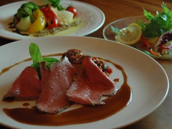 自家菜園の野菜や地元の食材を使用した本格フランス料理