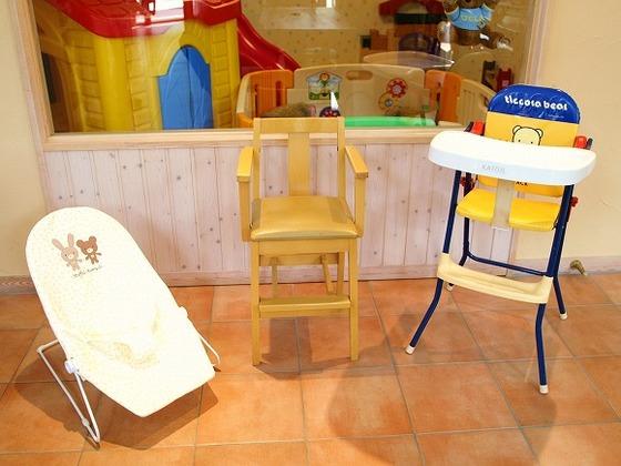 レストランでは年齢や月齢にあわせた4種類の椅子を用意