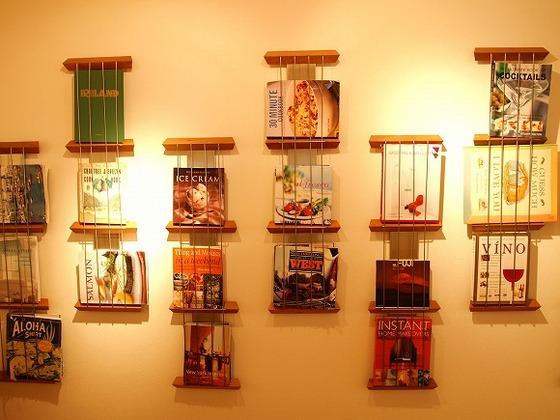 2階のライブラリーに絵本から洋書まで本がいっぱい