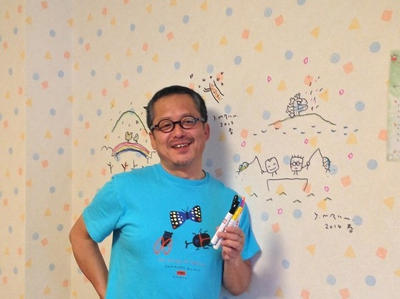 毎年プレイルームの壁に絵を描いてくれる絵本作家の村上康成さん