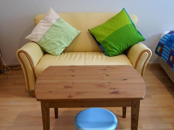 各ツインルームにはソファーなども用意されている