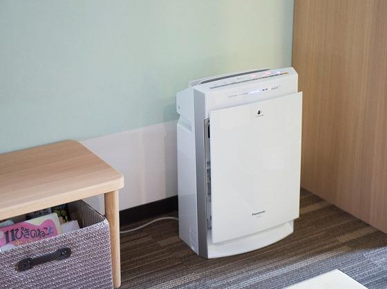 加湿器付空気清浄機がお部屋に入っています。
