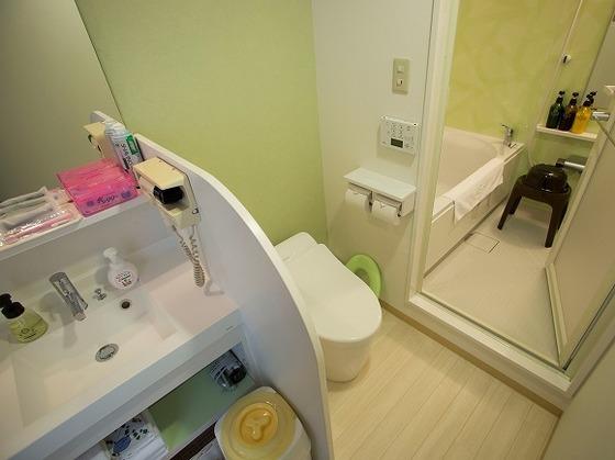 バスとトイレは別々です。ベビーソープや湯温計も完備です。