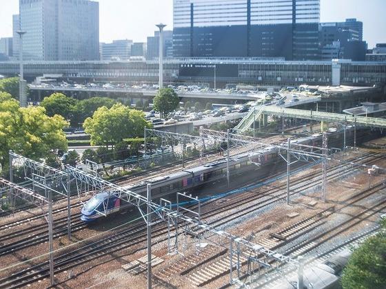 お部屋の窓から見た景色です。電車を見ることができます。