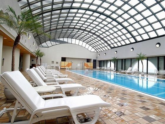 室内プール(通年営業、休館日あり)で心身ともにリフレッシュ