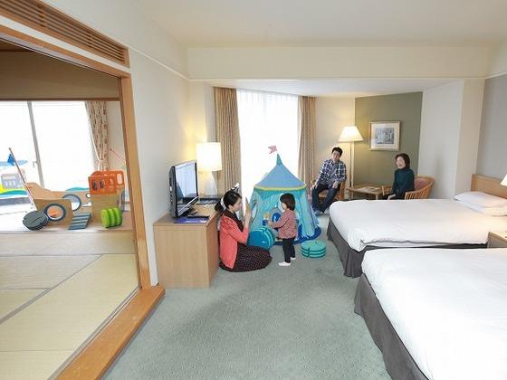 寝室・和室併せて77㎡の広々とした客室 最大5名まで宿泊可能