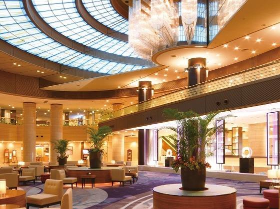 本館1階メインロビーは自慢のスポット 天井高17m