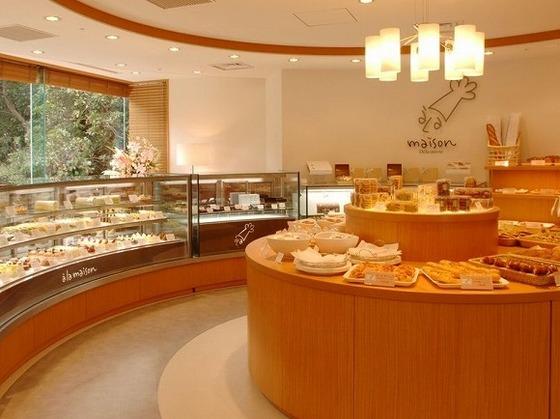 ホテルメイドケーキやパンをテイクアウト イートインスペース有
