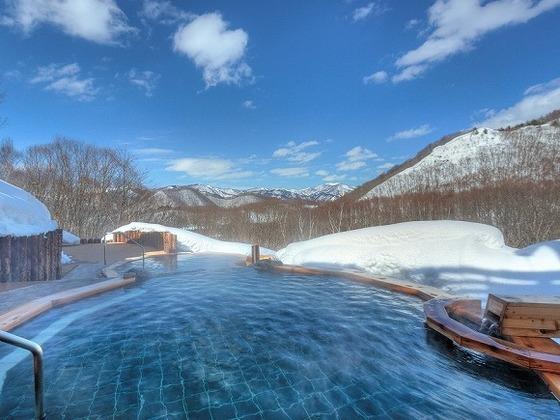 露天風呂「凛楽」の「眺望の湯」からの雪景色も最高