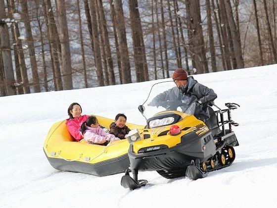 家族で楽しめる「スノーラフティング」