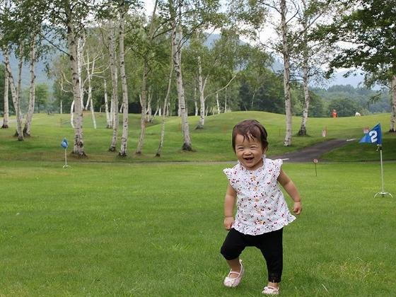 ホテル前に広がる「芝生広場」高原の気持イイ風の中で楽しめます