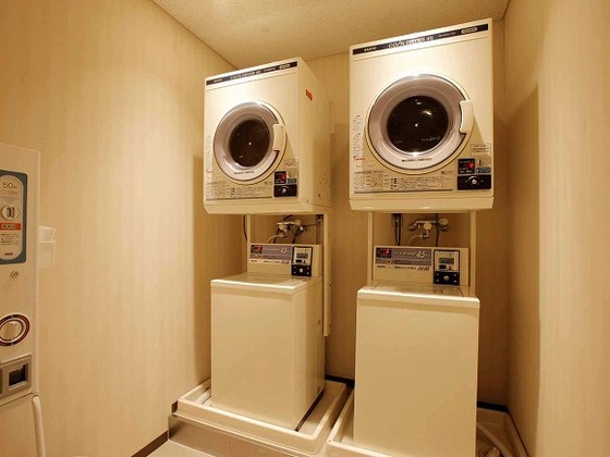 2Fフリースペースのコインランドリー。館内で洗濯も可能です