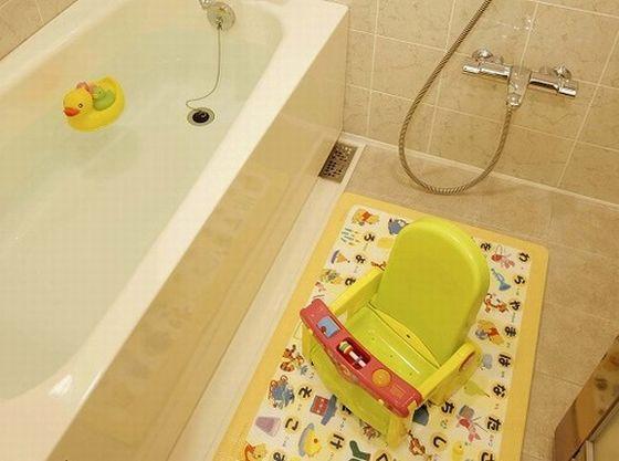 お子様との入浴も安心の洗い場付きバスルーム