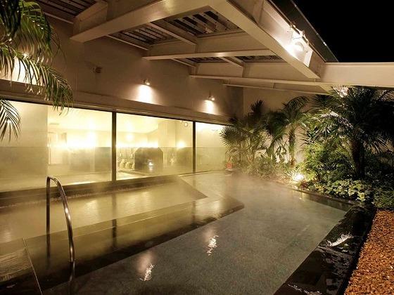 地下1500mからくみ上げる天然温泉付き大浴場「ほほえみの湯」(有料)