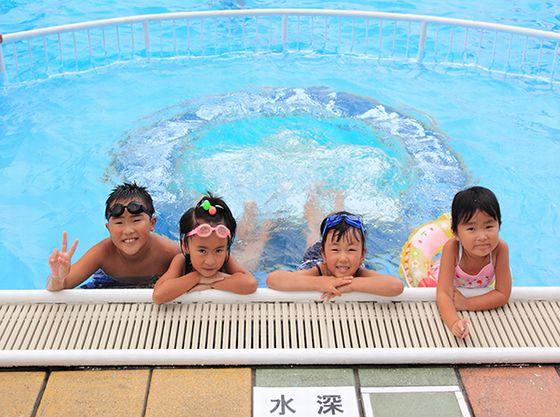 夏季限定OPENの「ガーデンプール」深さ40cmのお子様用部分もあるので小さいお子様も安心してご利用頂けます。