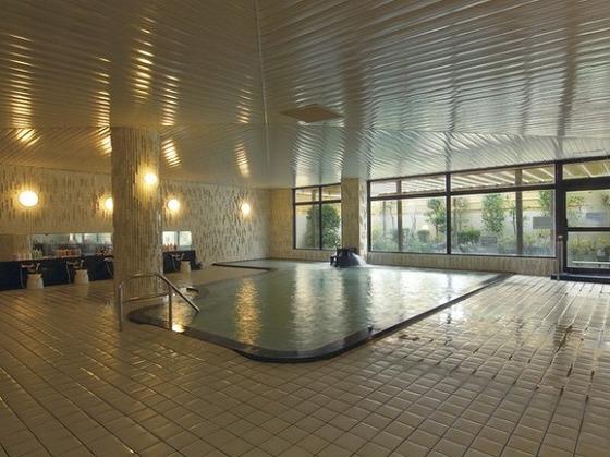 大浴場はすべりにくいタイルを使用しております。