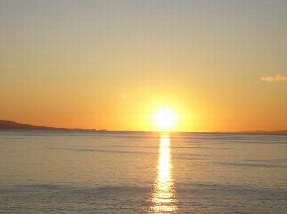 鏡ヶ浦に沈む夕陽は1月~2月が見頃。