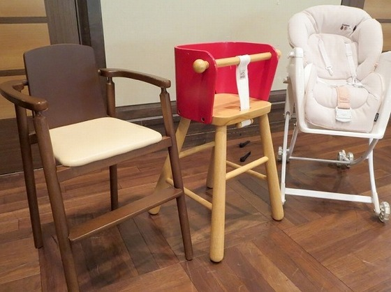 お子様の大きさに合わせた椅子をご用意しております