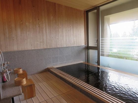 家族水入らずでご利用いただける貸切家族風呂「檜の湯」